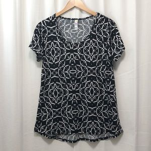 LuLaRoe black white kaleidoscope Perfect Tee S
